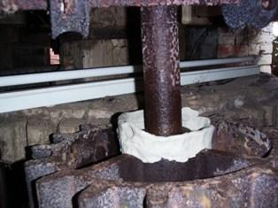 Stone nut with clay dam